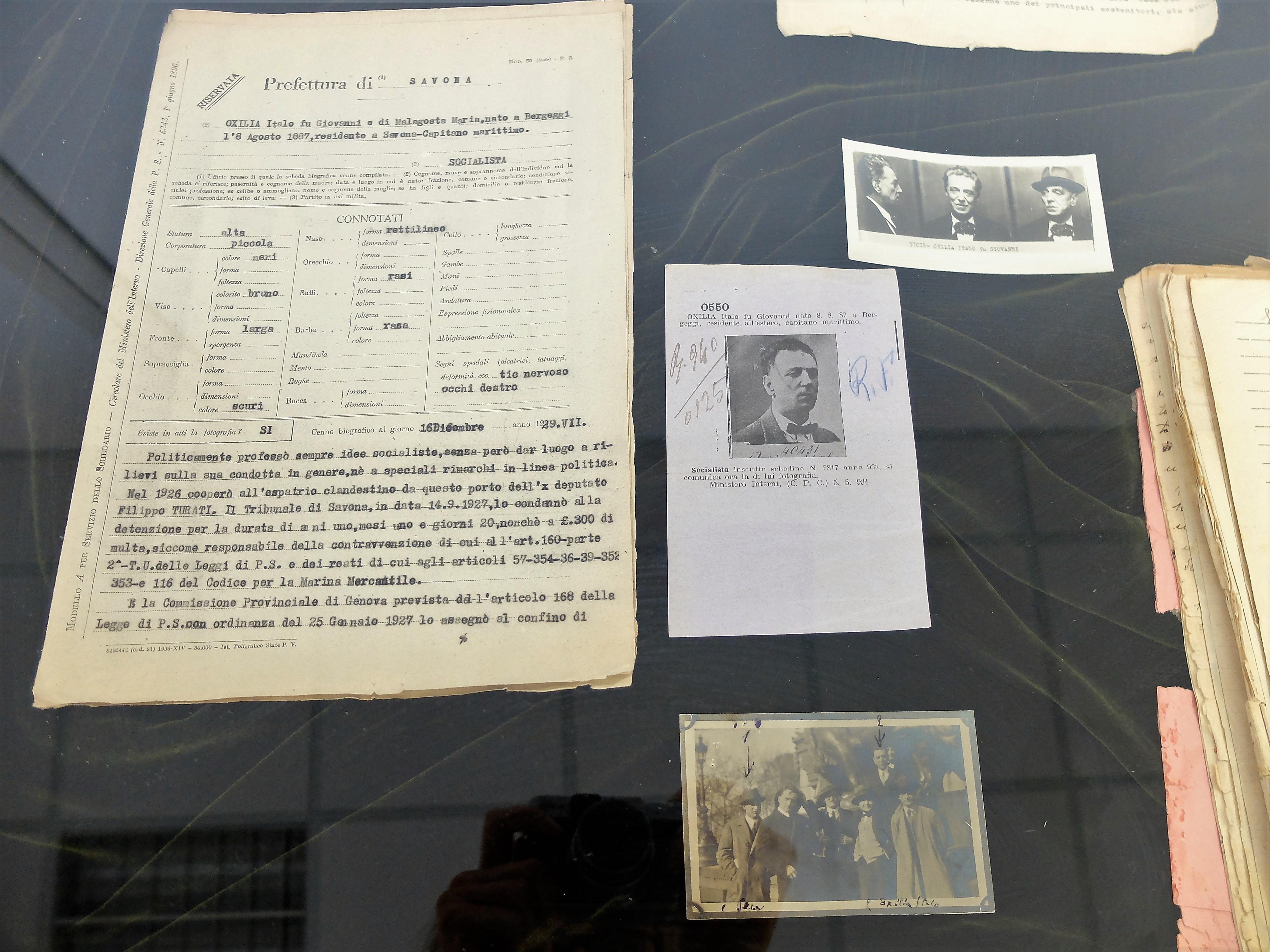 Alcuni documenti dal fascicolo di Italo Oxilia relativi alla sorveglianza degli spostamenti e della corrispondenza