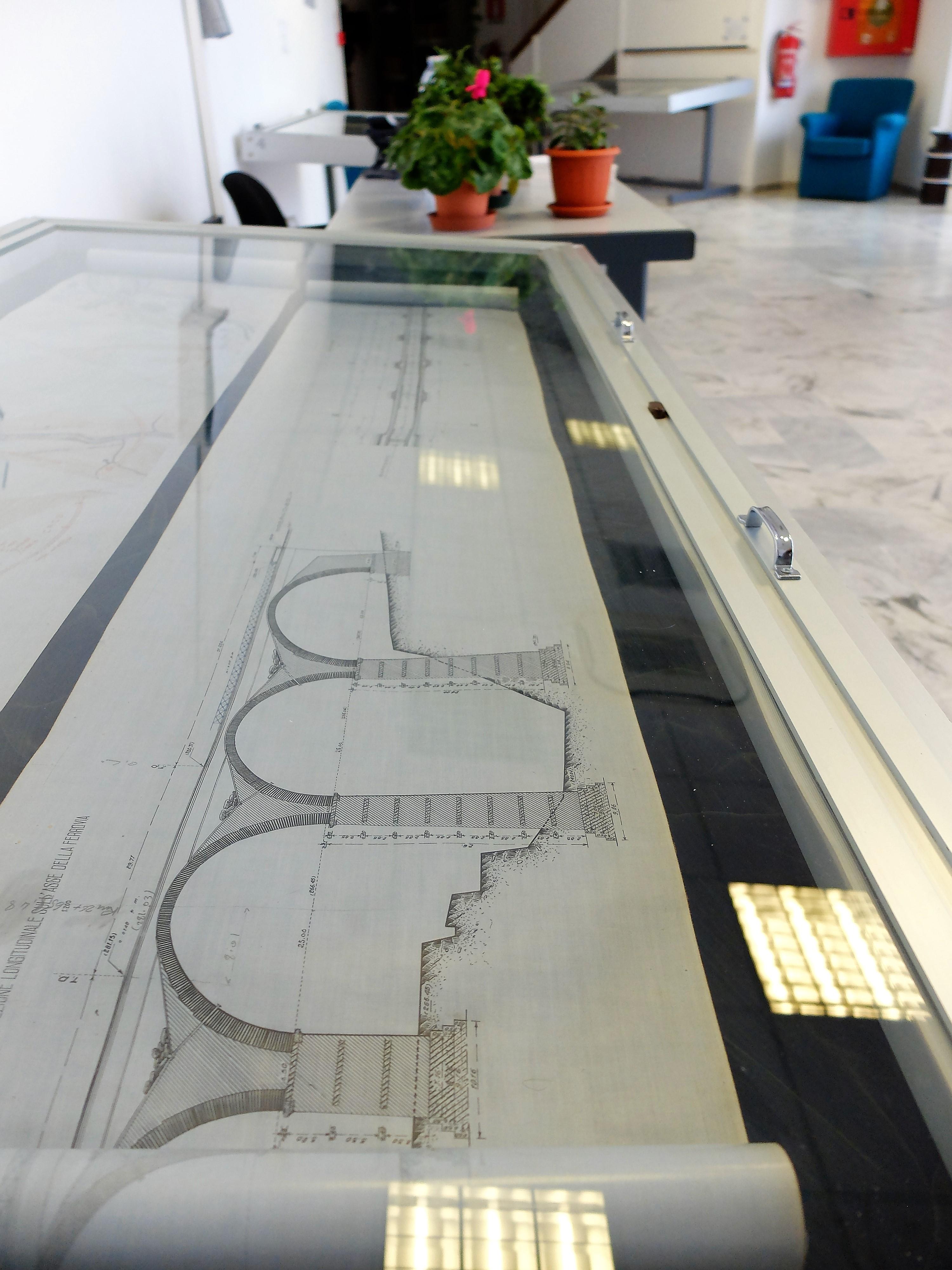 Il fondo Nuove Costruzioni Ferroviarie, in fase di riordino a cura di Lorenzana Bracciotti.Profilo e pianta di un viadotto a 5 luci della linea Imperia-Garessio (mai costruita)